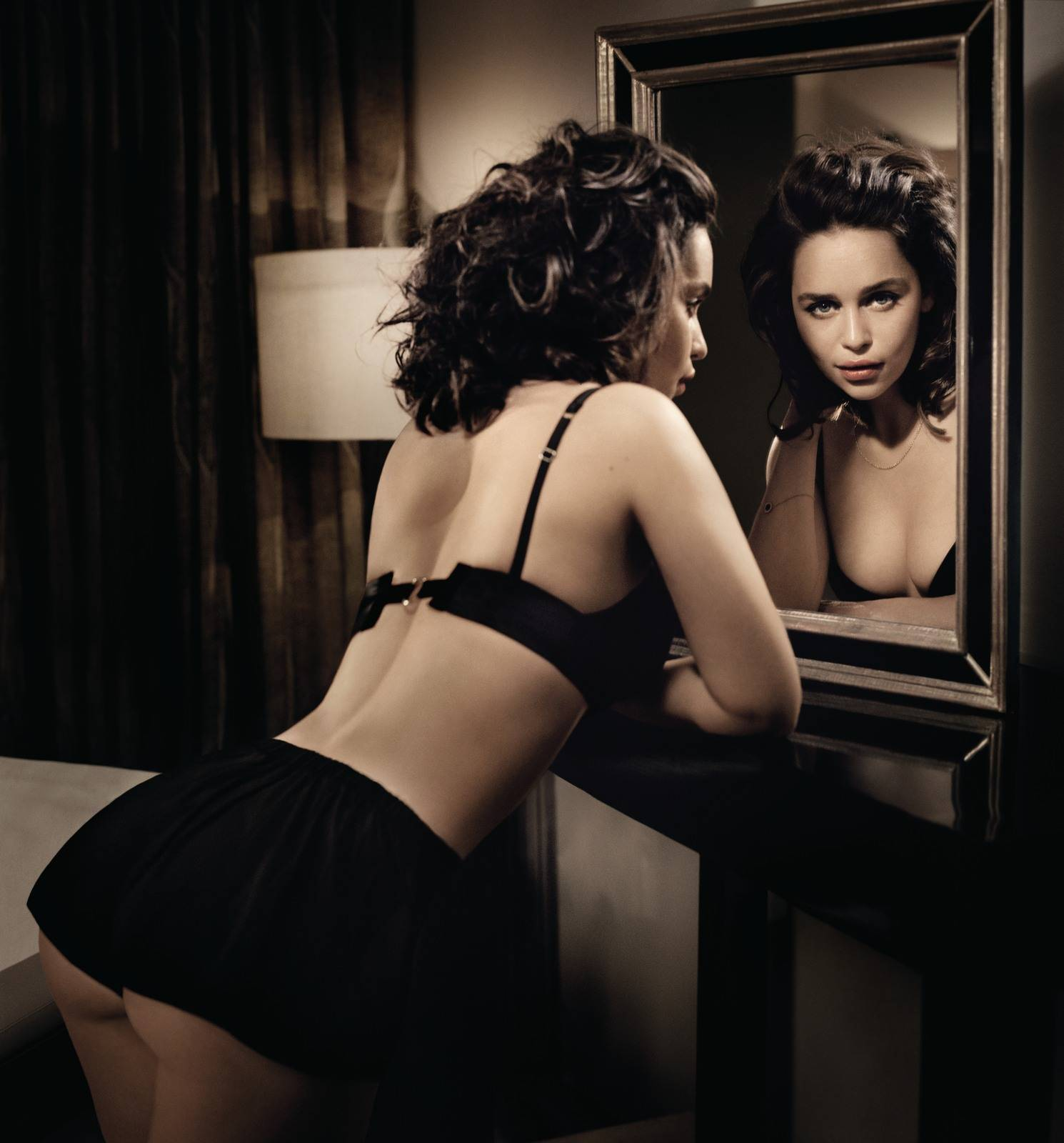 52 Hot Pictures Of Emilia Clarke Will Get You Addicted To Her