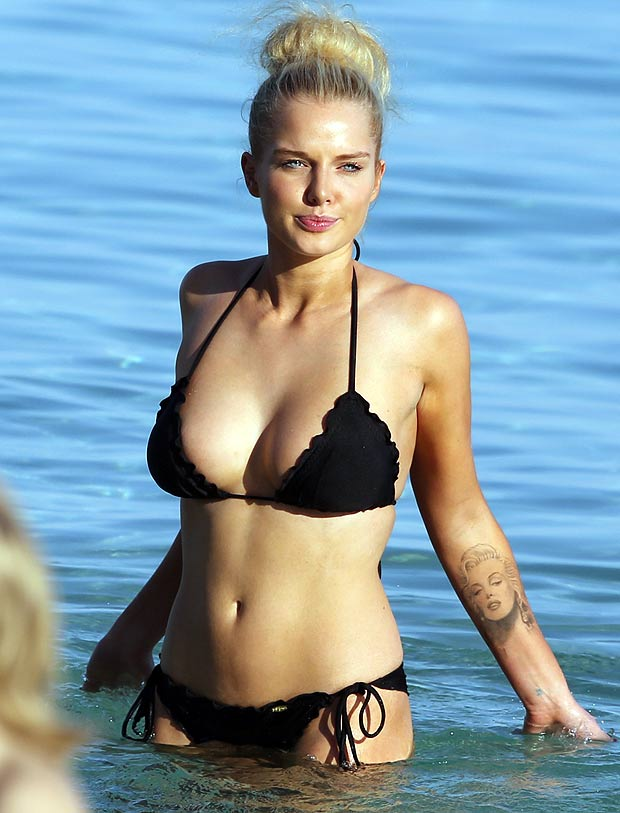 helen flanagan cleavage pictures