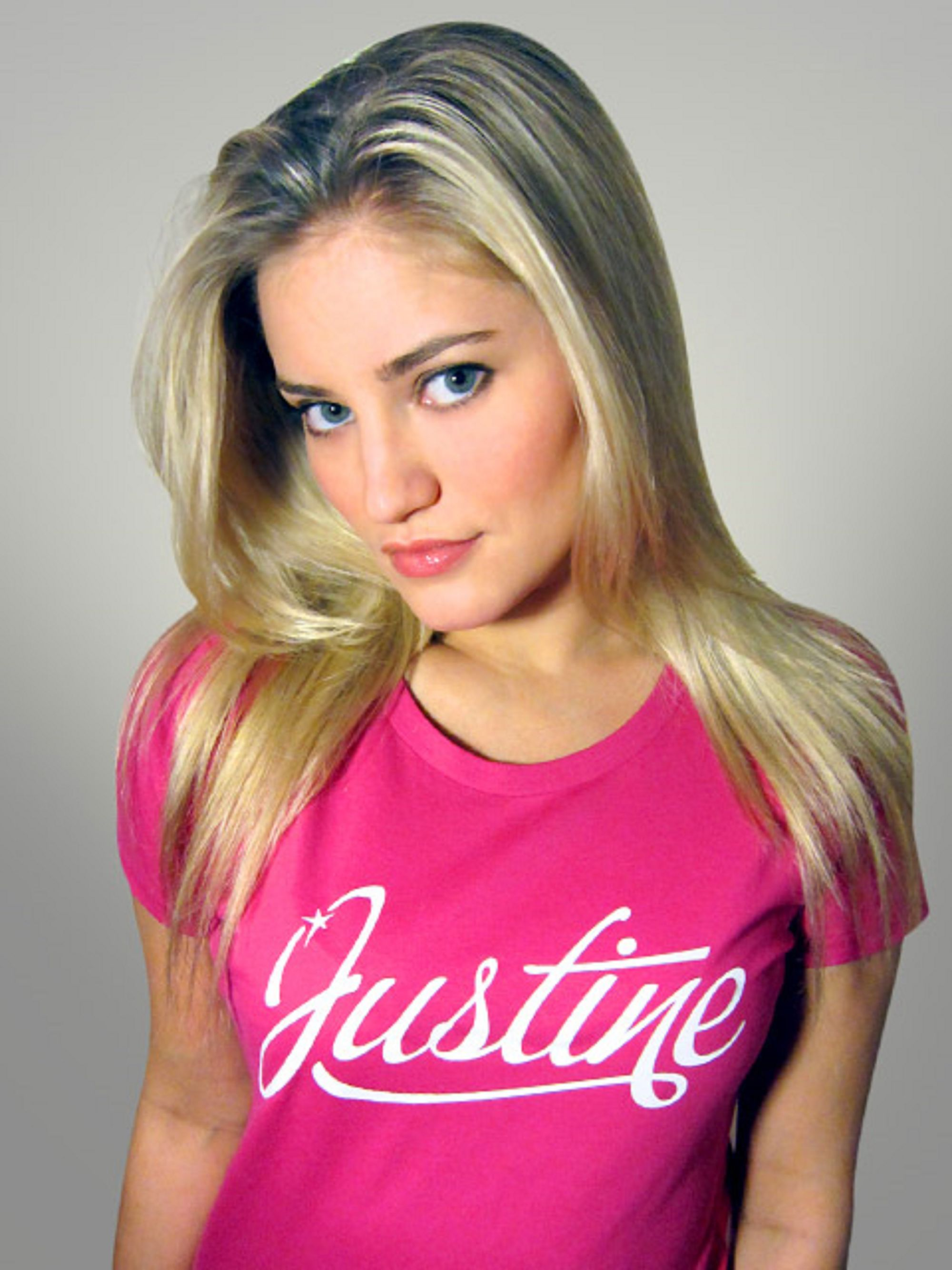 60+ Hot And Sexy Pictures Of Justine Ezarik a.k.a iJustine