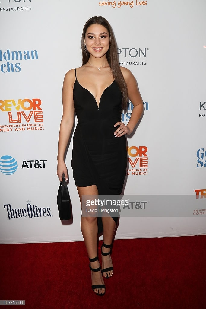 kira kosarin black dress