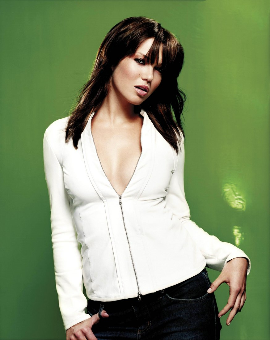 48 Hot Pictures Of Mandy Moore That Explore Her Sexy Body