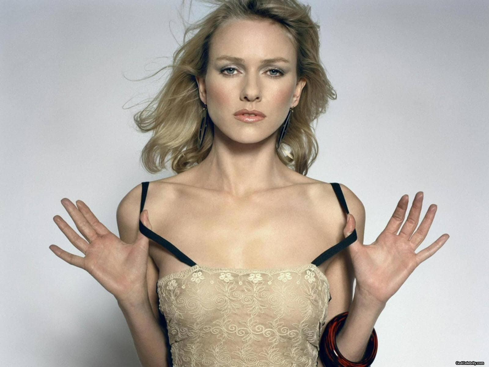 naomi watts hot cleavage