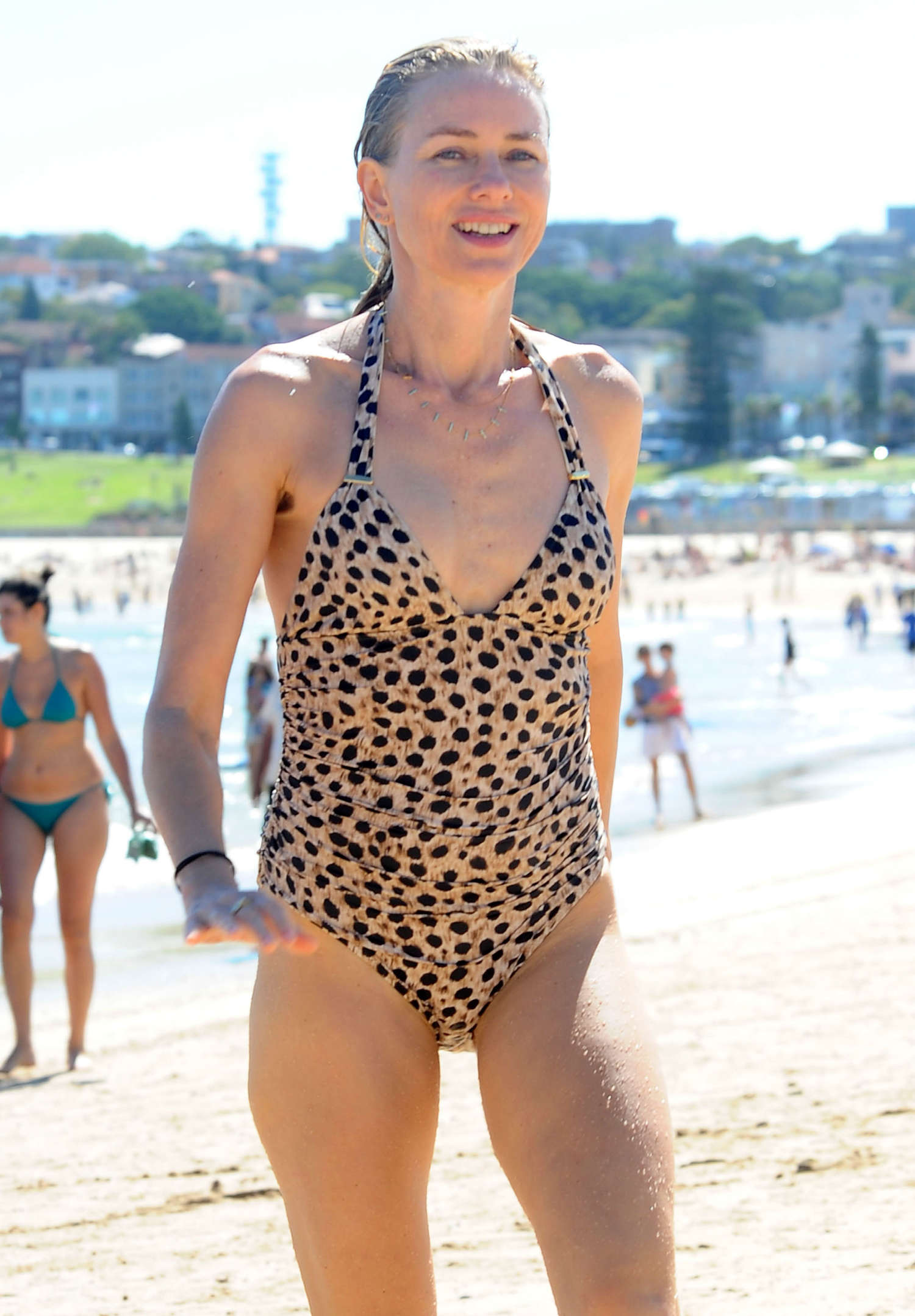 naomi watts swimsuit pictures