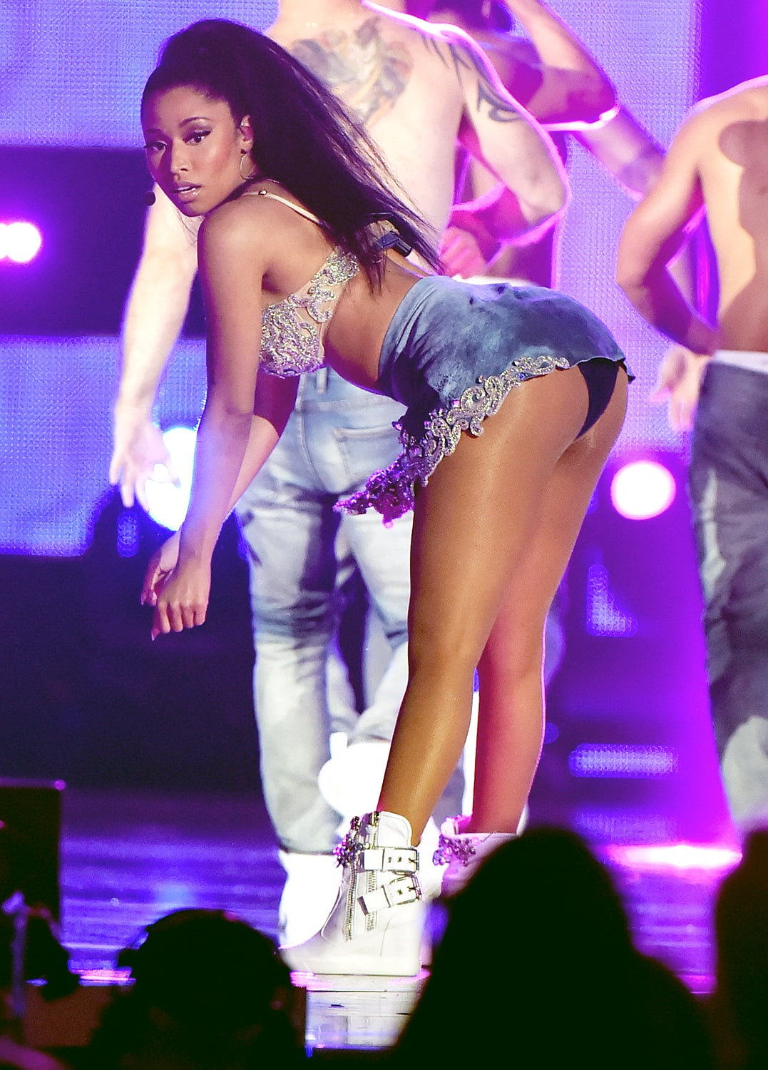 nicki minaj awesome booty pics