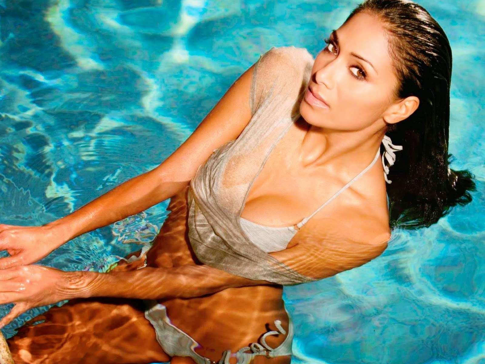 nicole scherzinger swimming pool