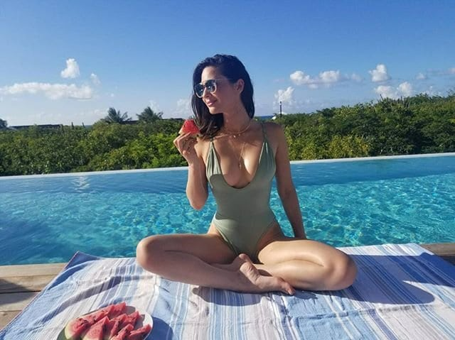 olivia-munn-sexiest-swimsuits-