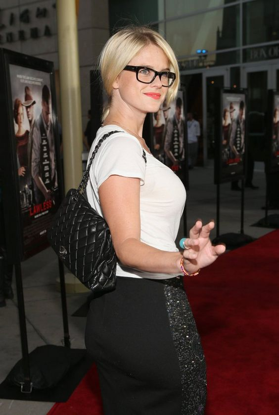 Alice Eve Sexy Back