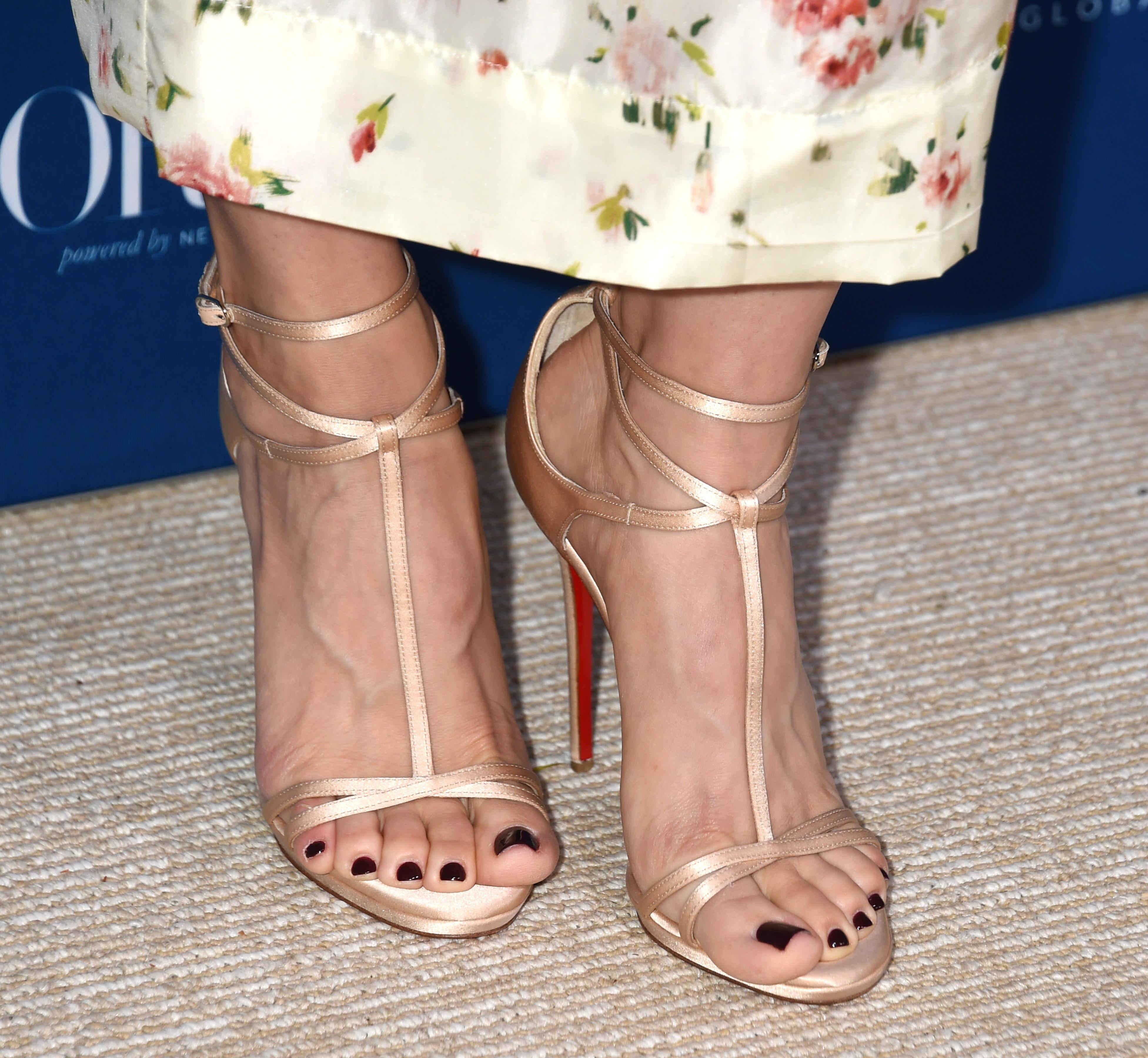 Alison Brie Beautiful Feet Image
