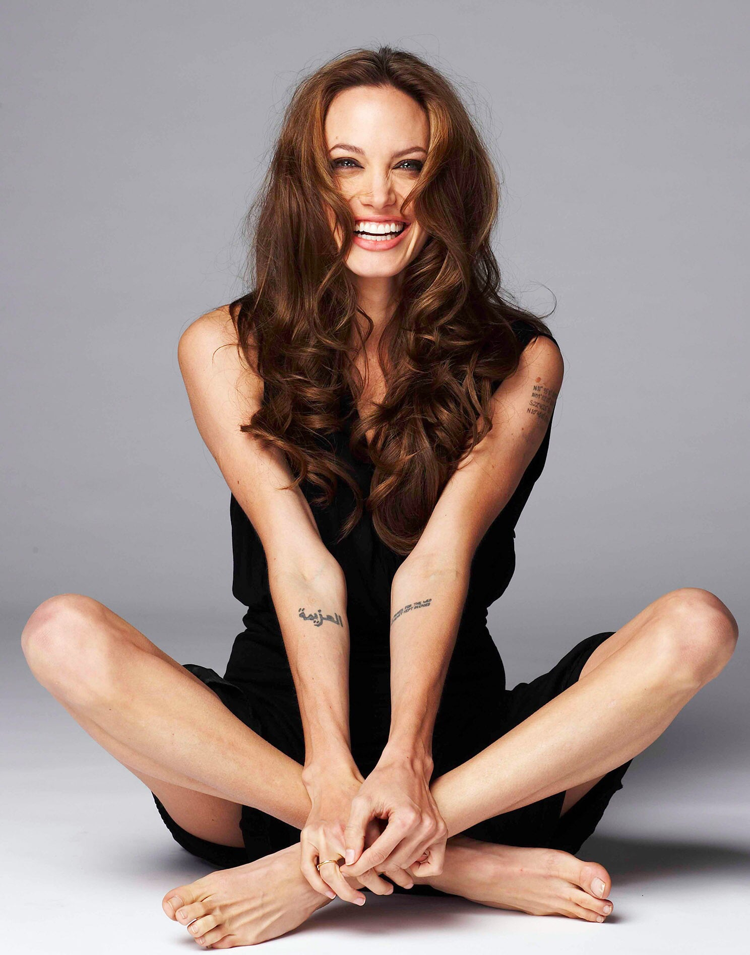 49 Sexy Angelina Jolie Feet Pictures Which Prove She Is The Sexiest Woman On The Planet | Best ...