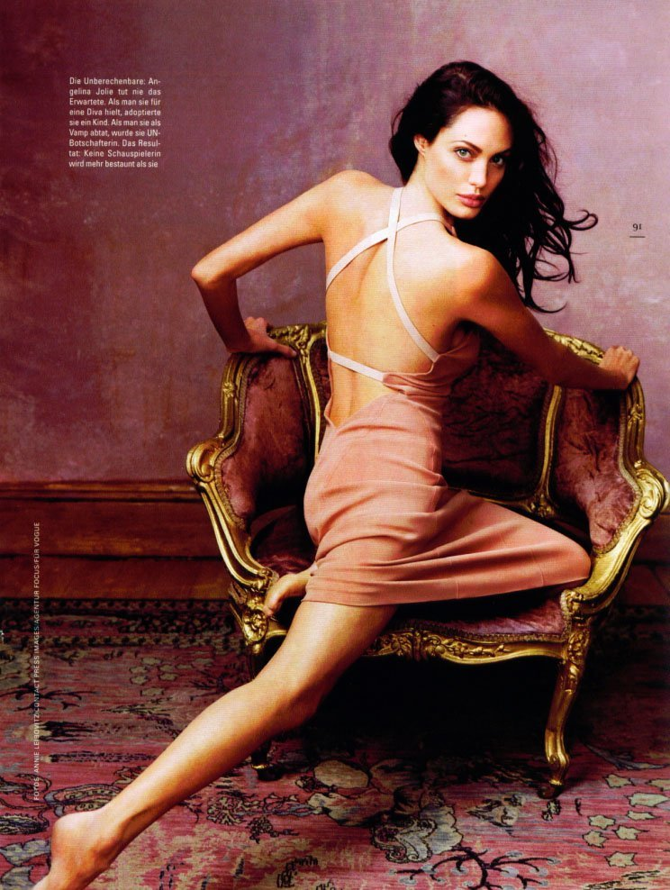 Angelina Jolie very hot back pic