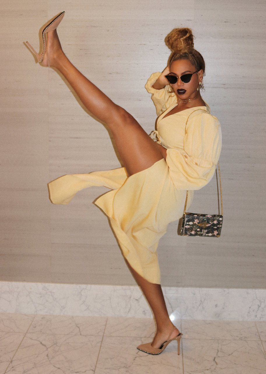 Beyonce feet awesome picture