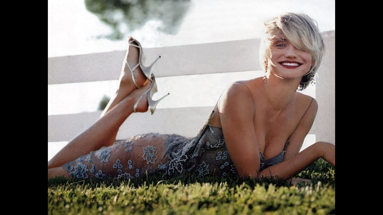 Cameron Diaz hot clevage and legs