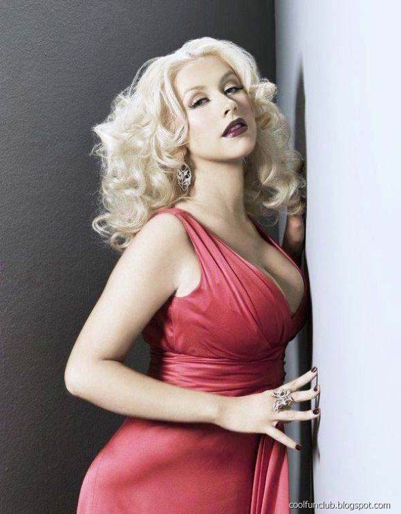 Christina Aguilera sexy cleavages pic