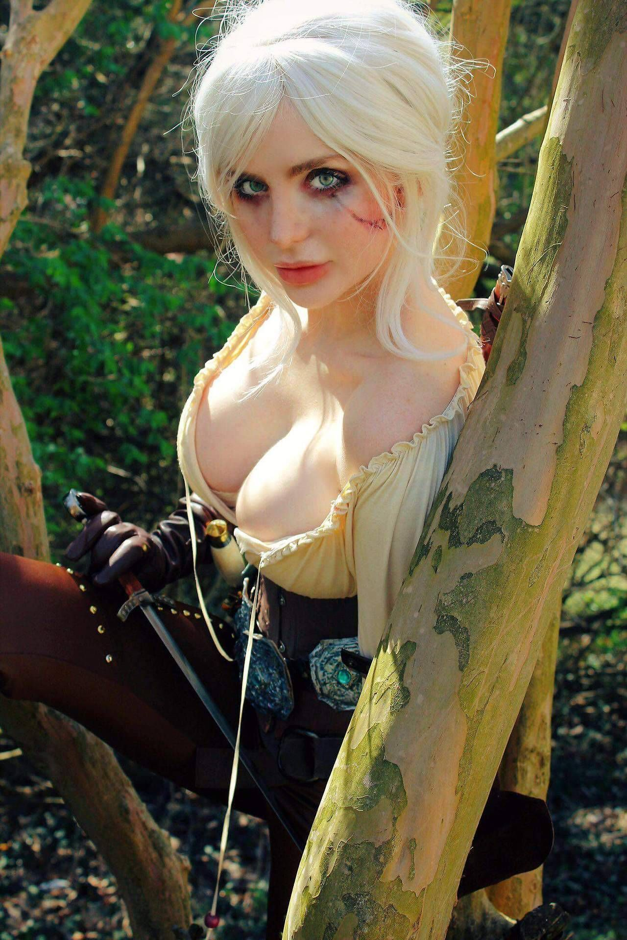 Ciri Hot Boobs