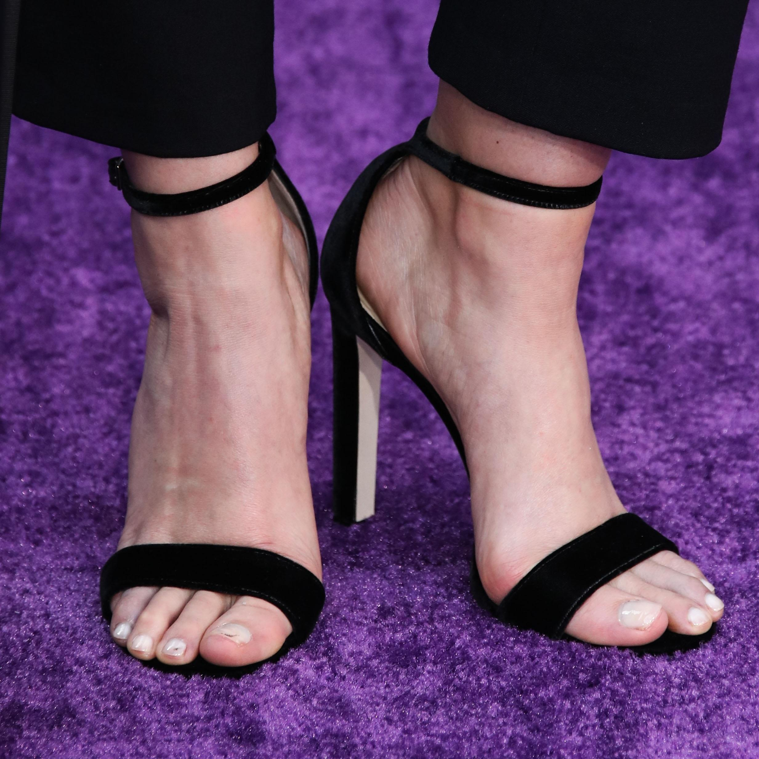 Elizabeth Olsen Beautiful Feet Image
