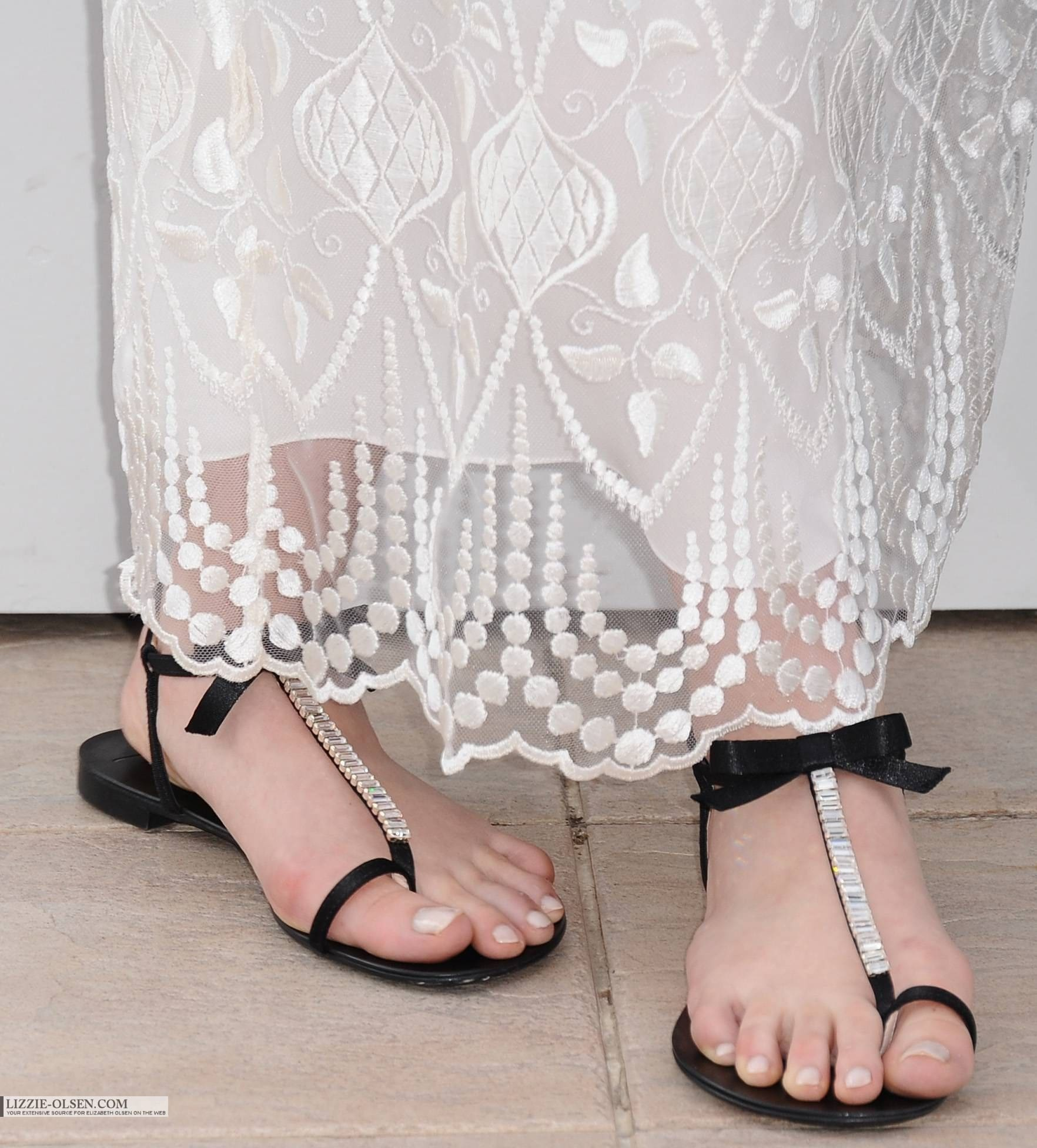 Elizabeth Olsen Sexy Feet Photo