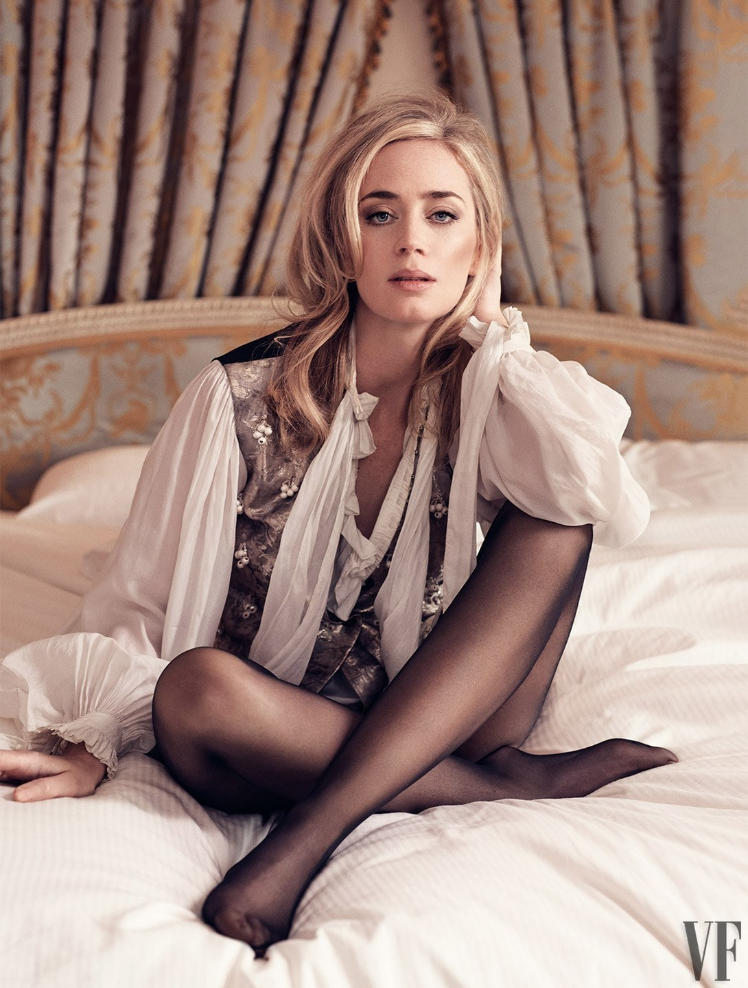 Emily Blunt feet awesome pictures (2)