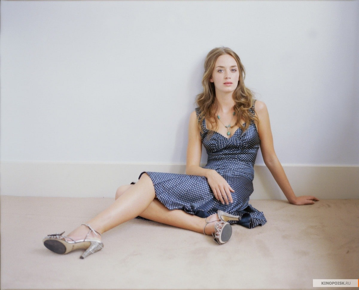 Emily-Blunt-legs beautiful pictures