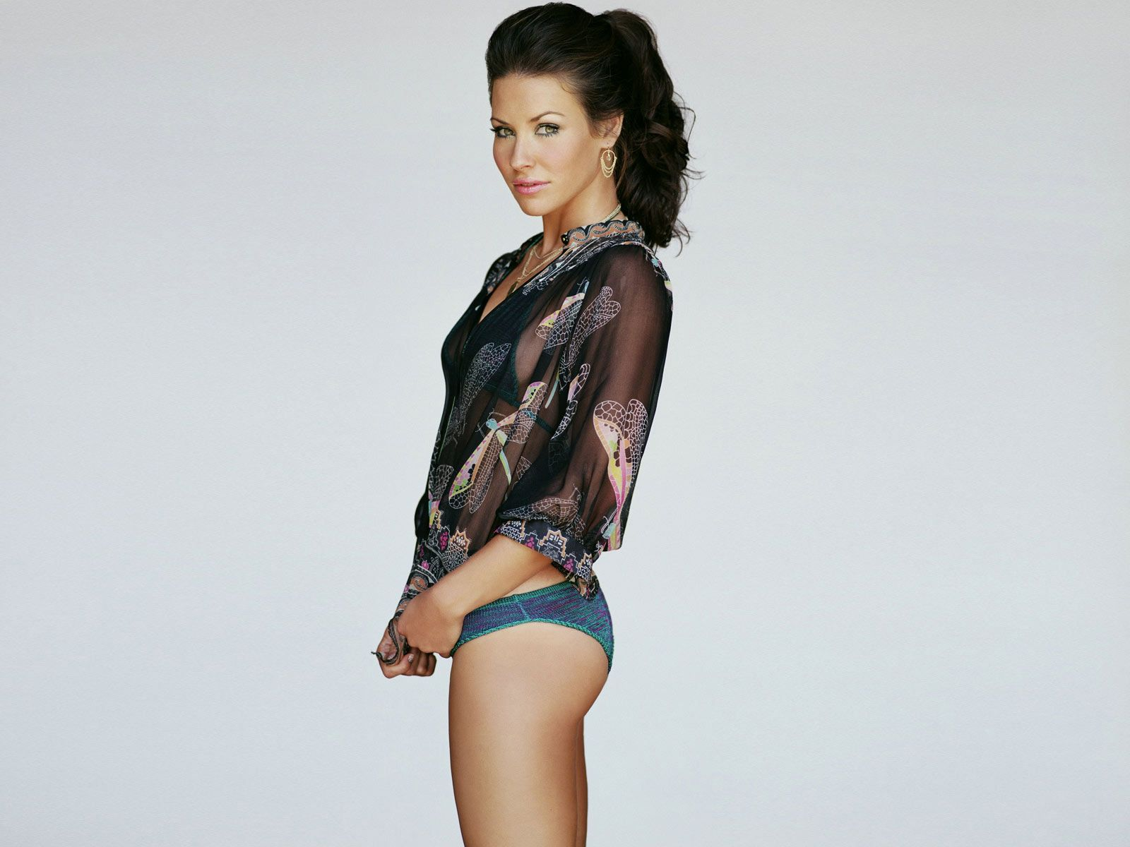 Evangeline Lilly booty