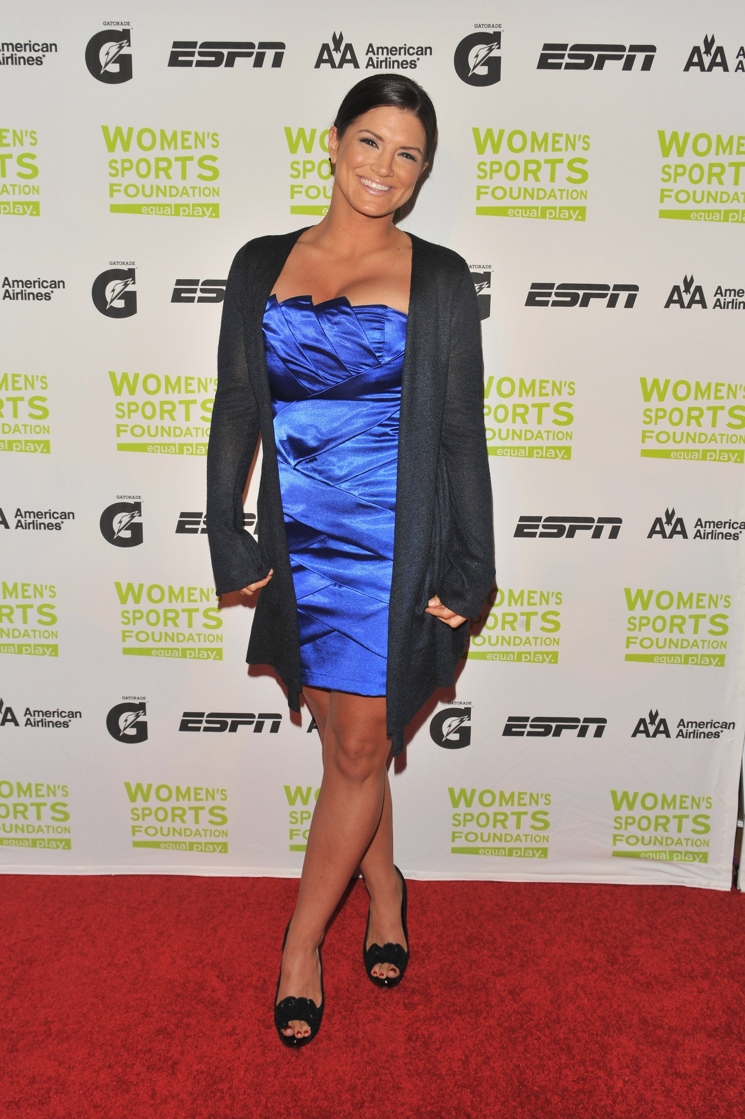 Gina Carano sexy feet in red carpet