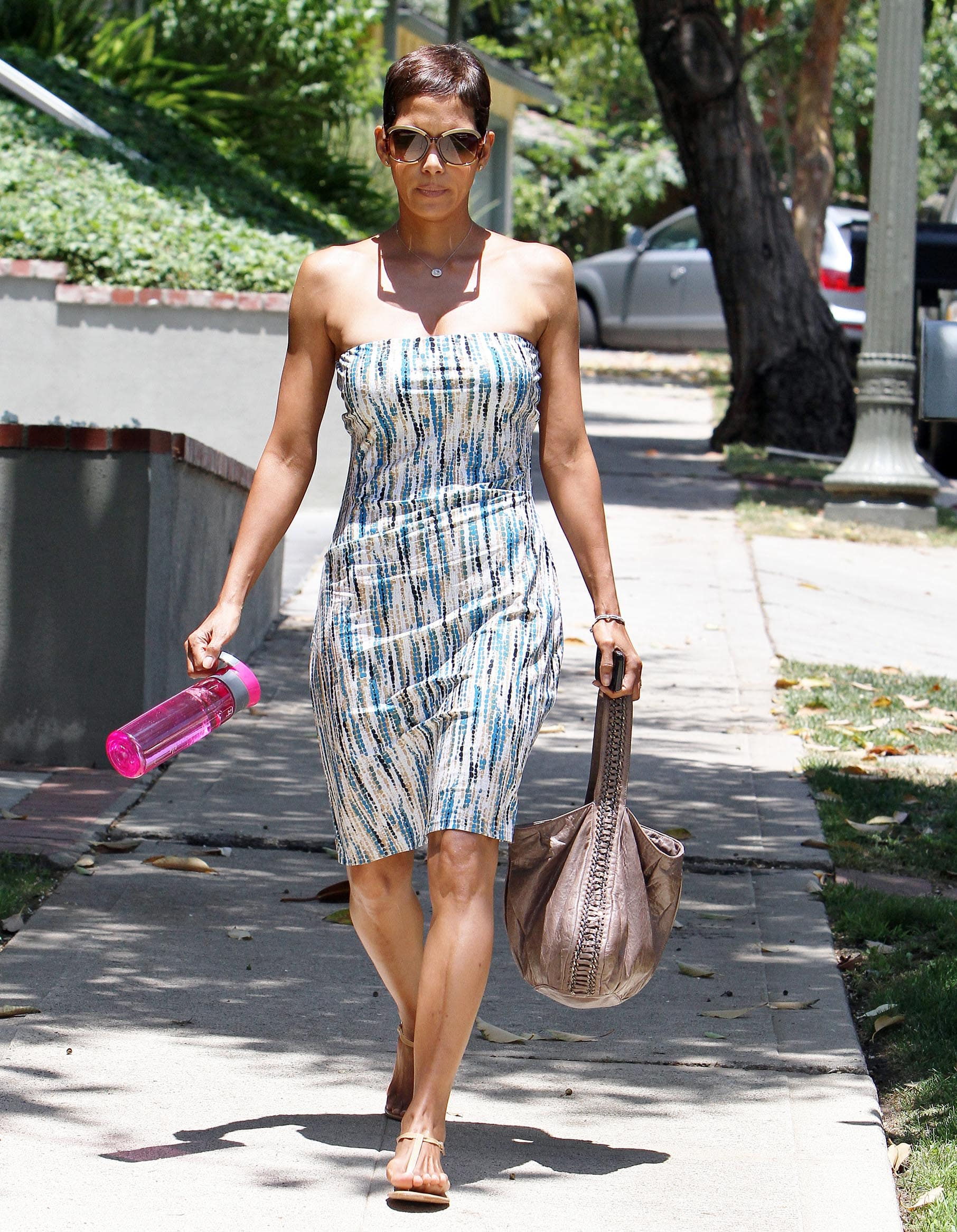 49 Sexy Halle Berry Feet Pictures Will Get You All Sweating With The Hotness-1511