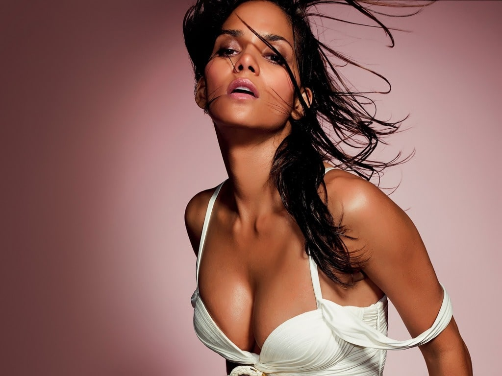 Halle Berry cleavages pic