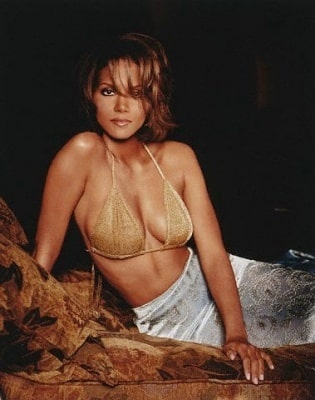 Halle Berry cleavages sexy (2)