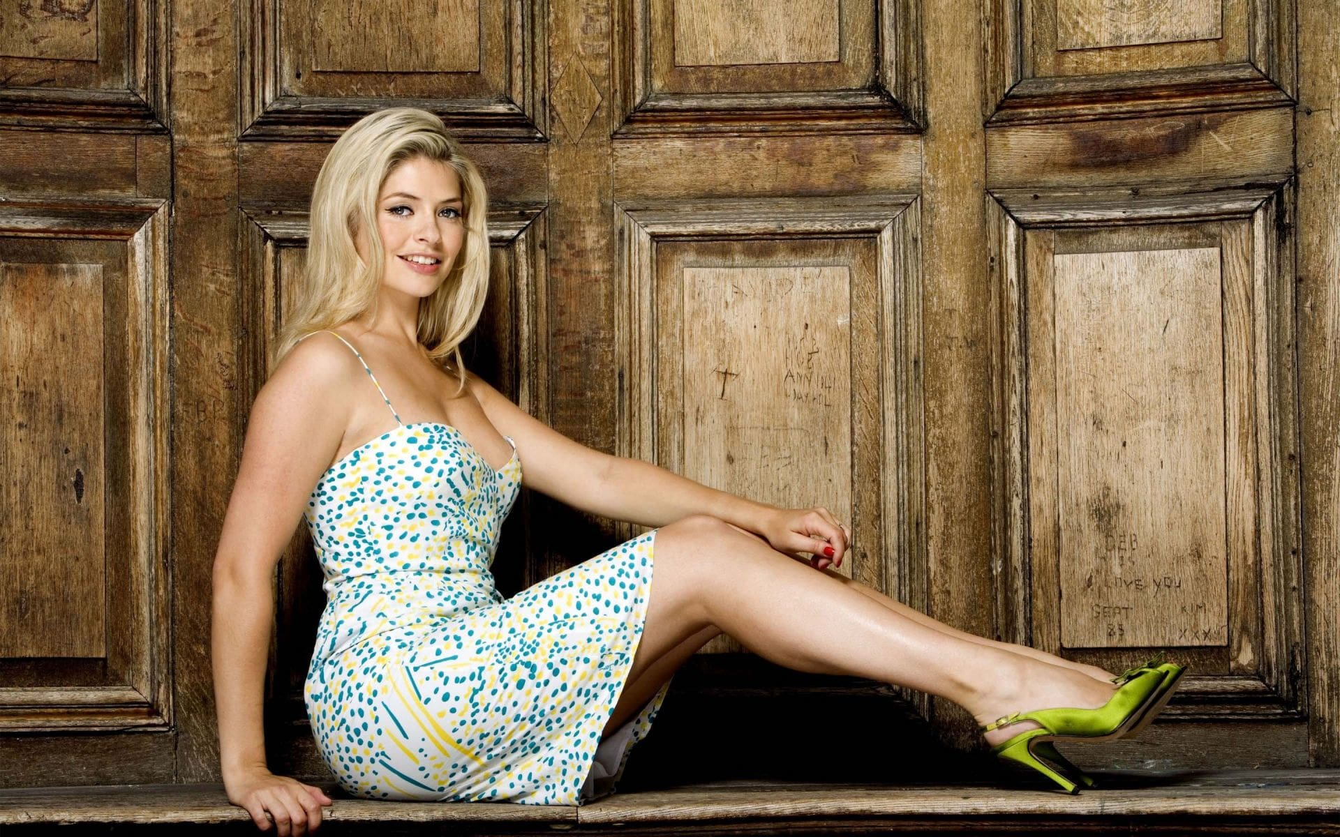 Holly Willoughby Hot Legs