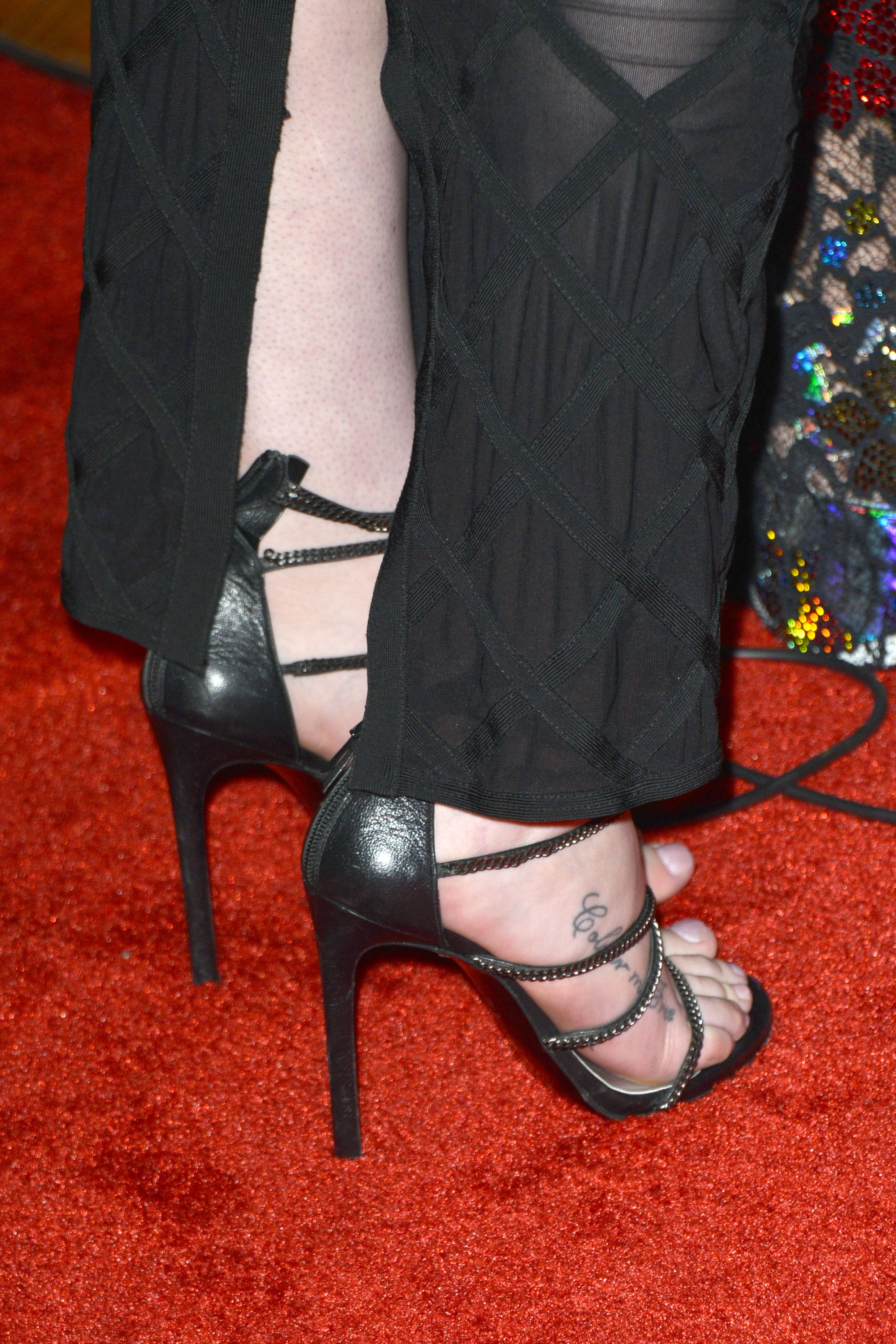 104d8f70f67a5 Sexy iggy azalea feet pictures will win your hearts jpg 2100x3150 Iggy foot