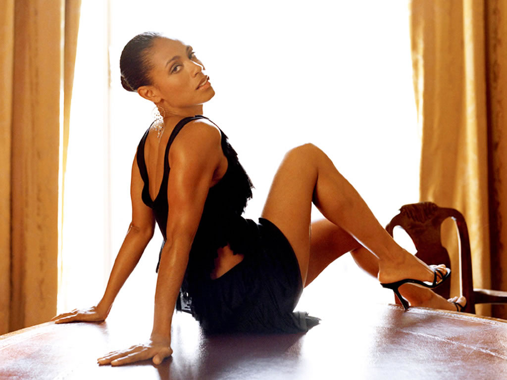 Jada Pinkett Smith Sexy Legs