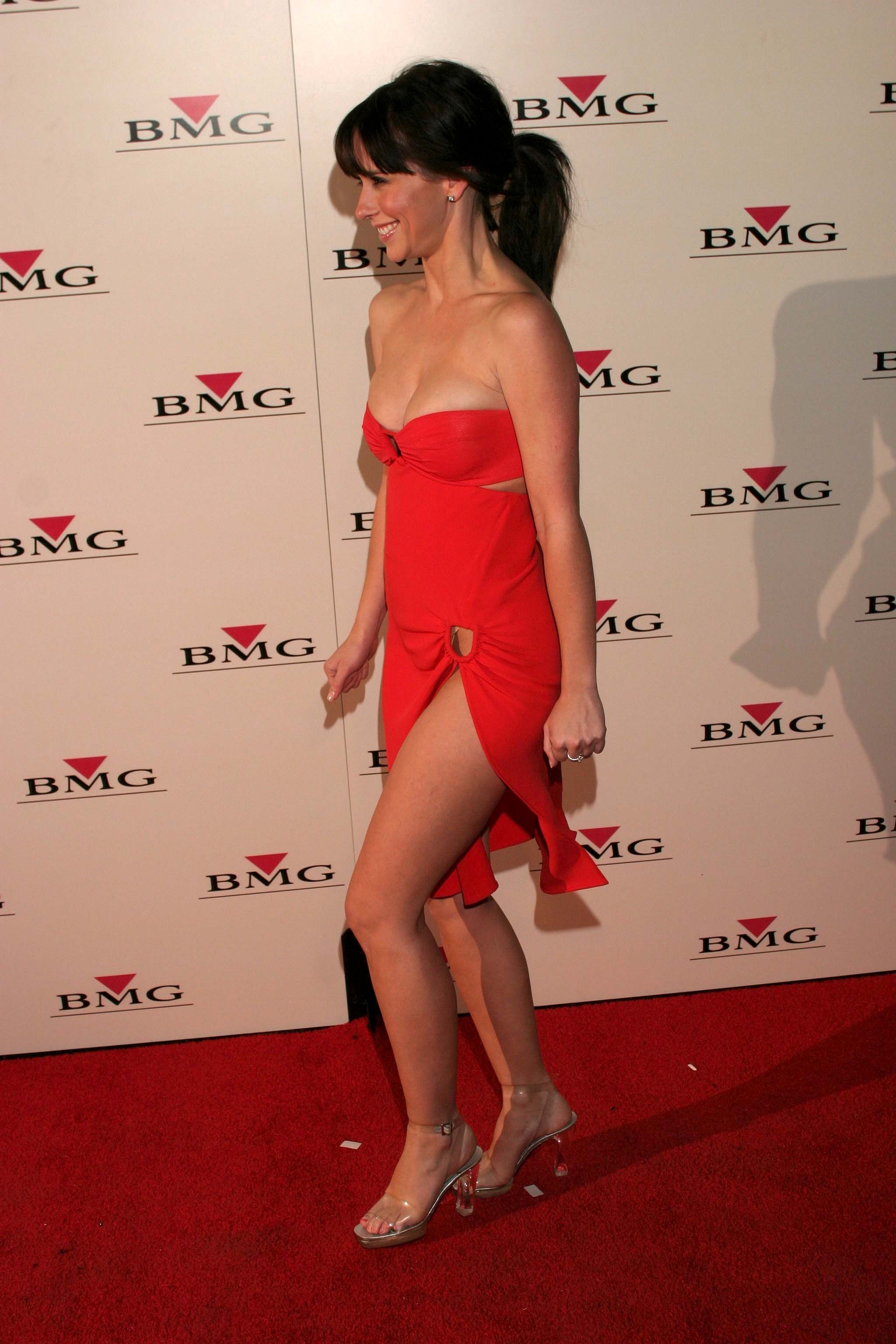 jennifer-love-hewitt-sexy-hot-legs