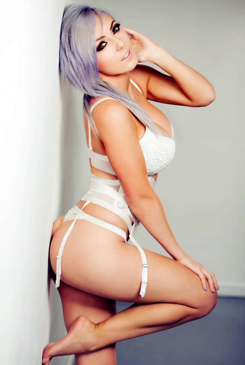 Jessica Nigri very sexy ass