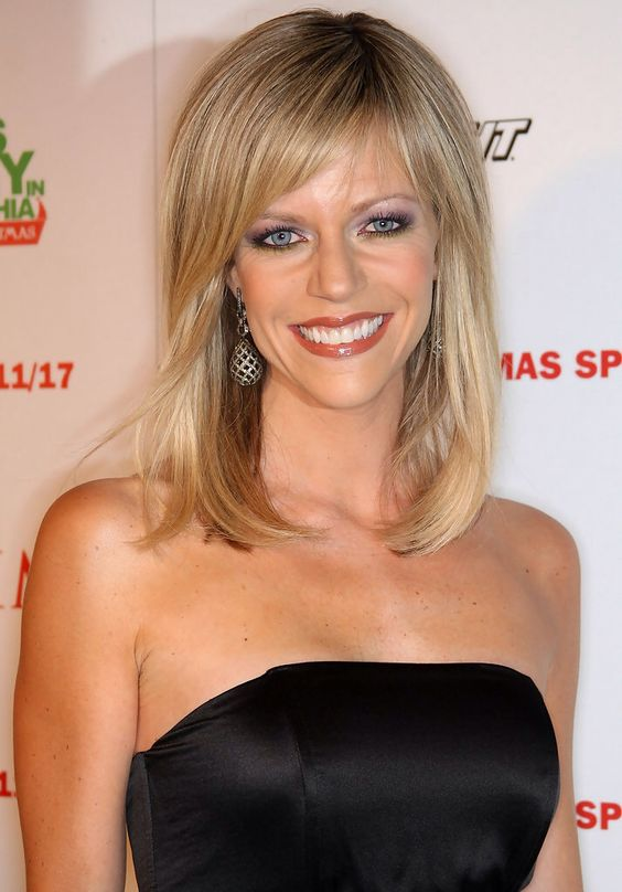 Kaitlin Olson cleavages hot