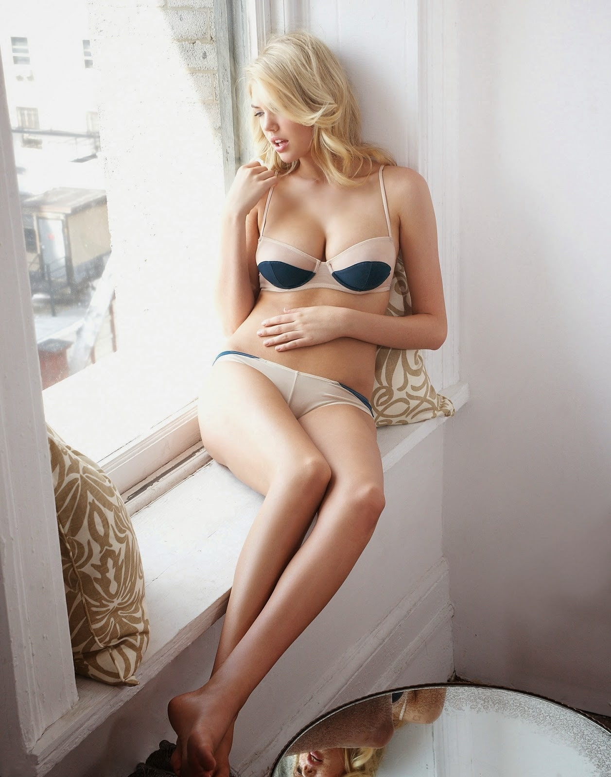 Kate Upton Sexy Feet Photo