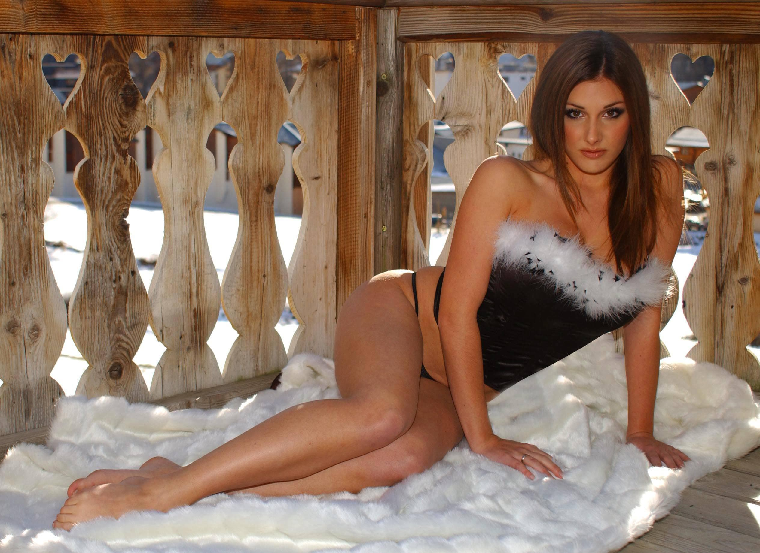 Lucy-Pinder-awesoem pics
