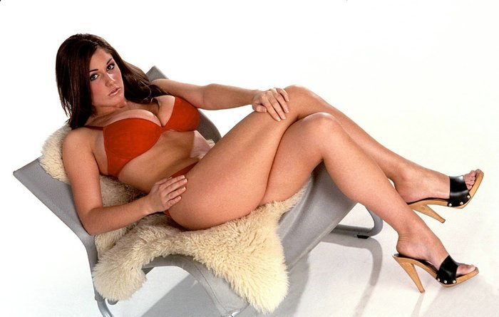 Lucy-Pinder- hot