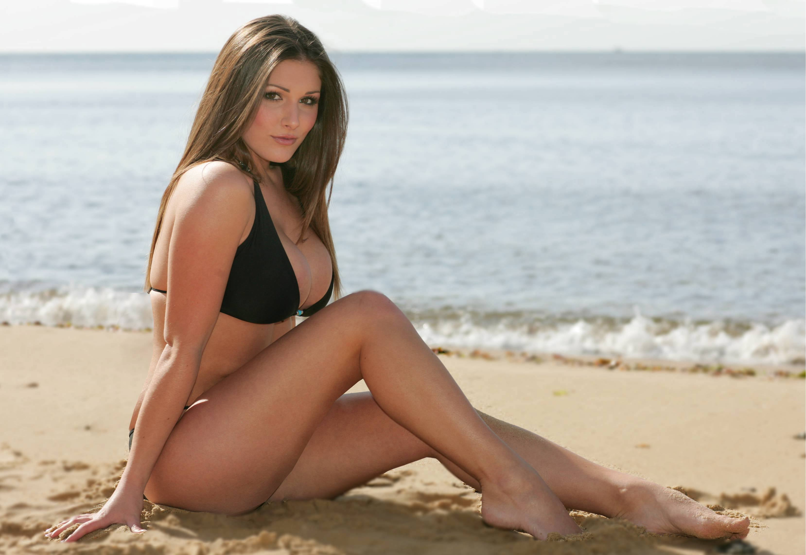 Lucy Pinder legs sexy pics
