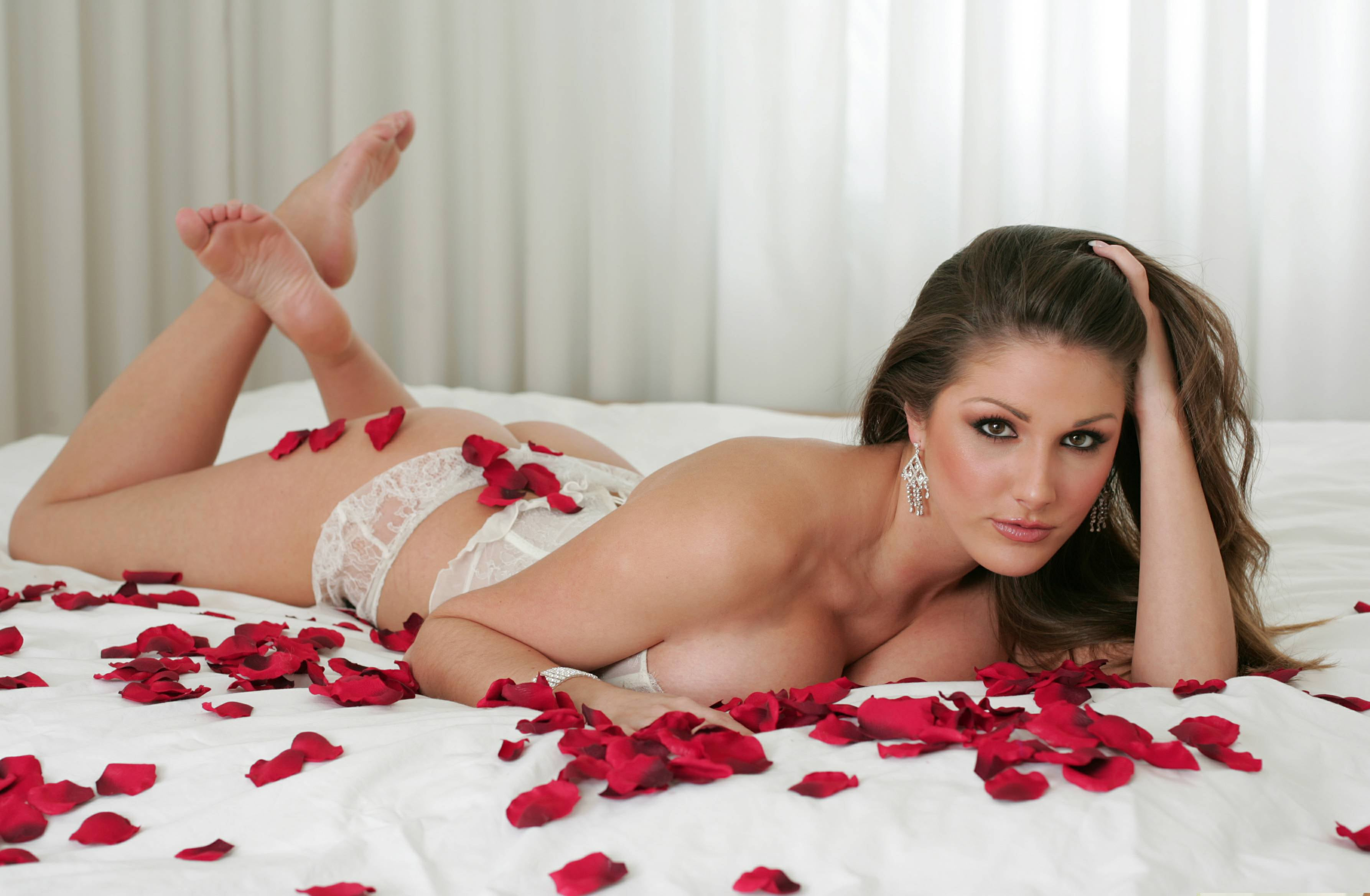 Lucy-Pinder-sexy nude