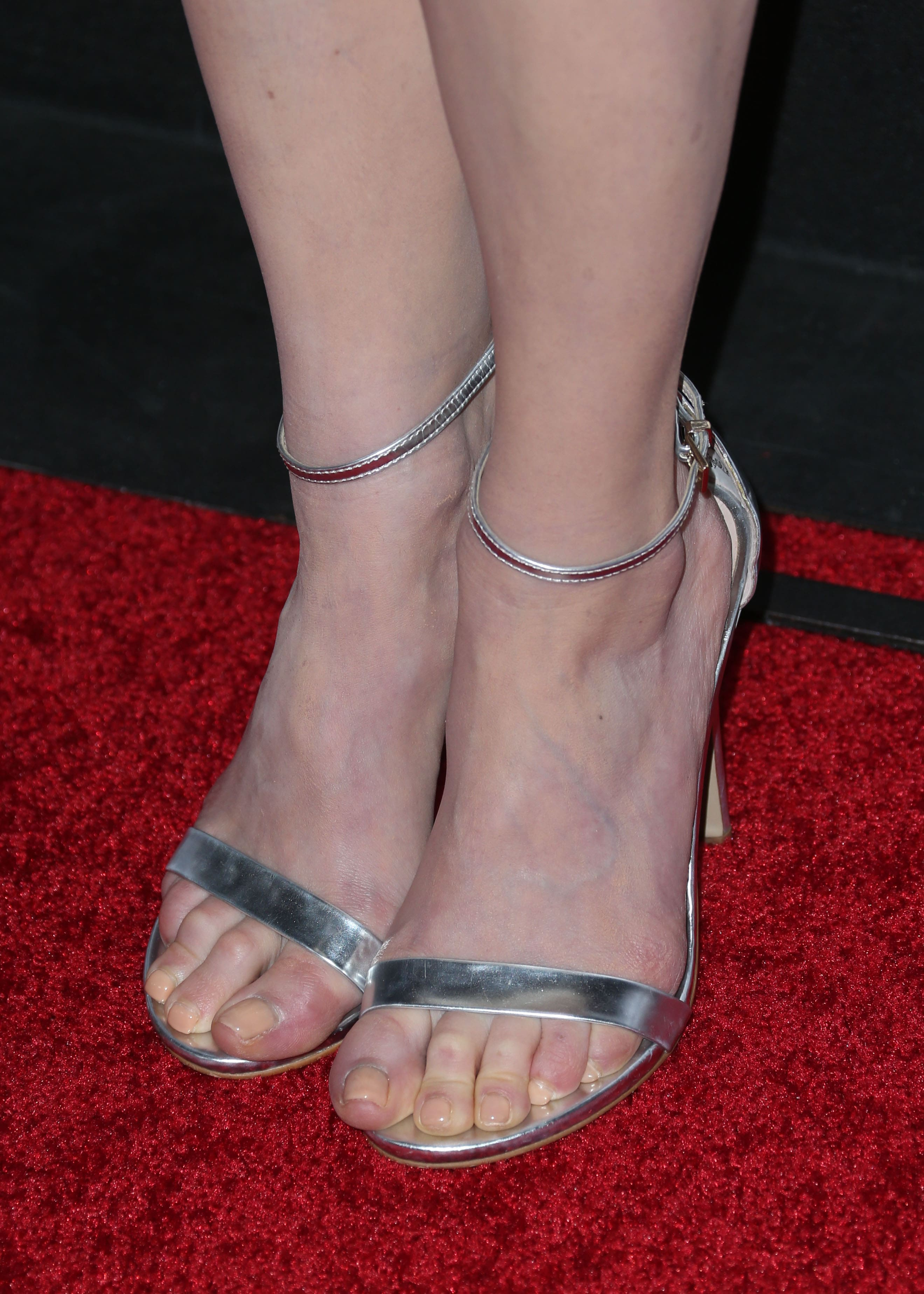 49 Sexy Melissa Rauch Feet Pictures That Will Make Your
