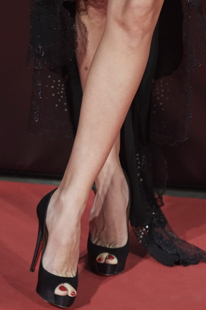 Penelope Cruz Beautiful Feet Image