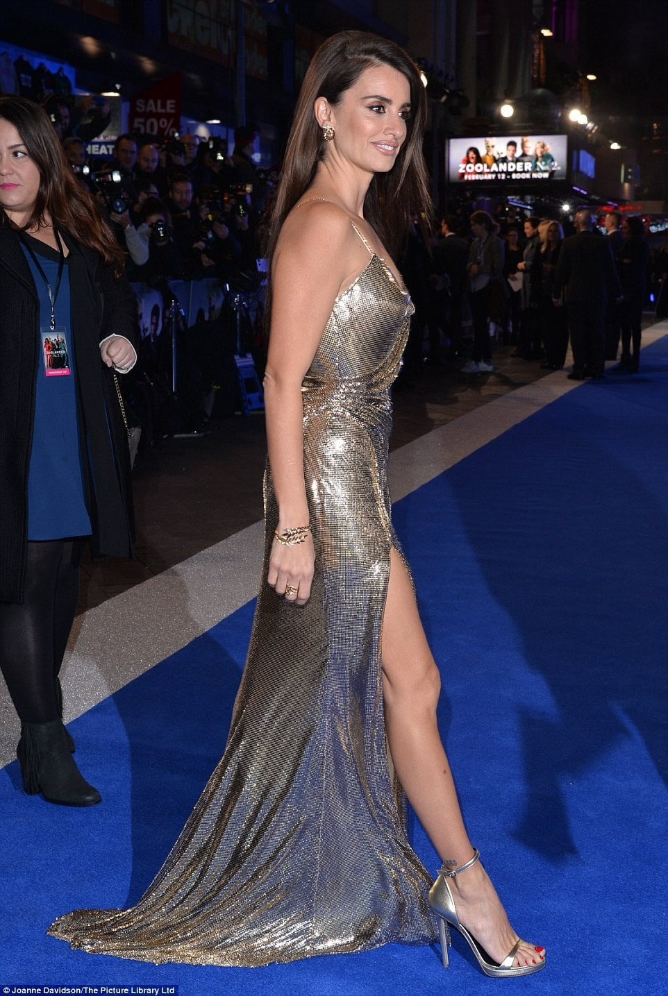 Penelope Cruz Sexy Feet in high heels