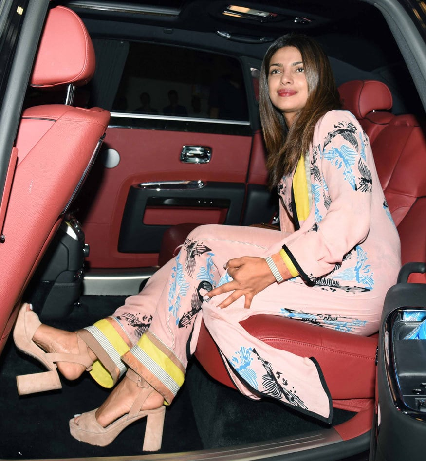 Priyanka-Chopra-Sexy Feet in high heels pictures