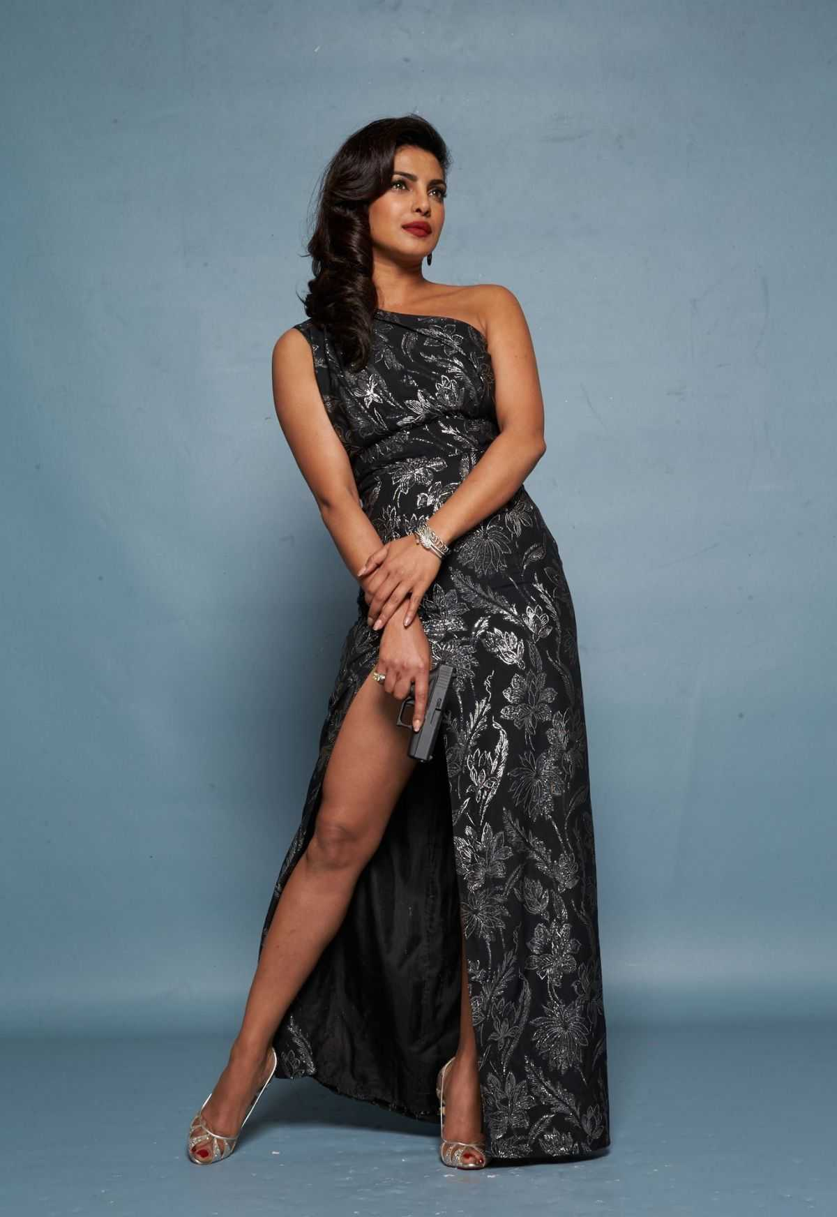 Priyanka Chopra feet awesome pics