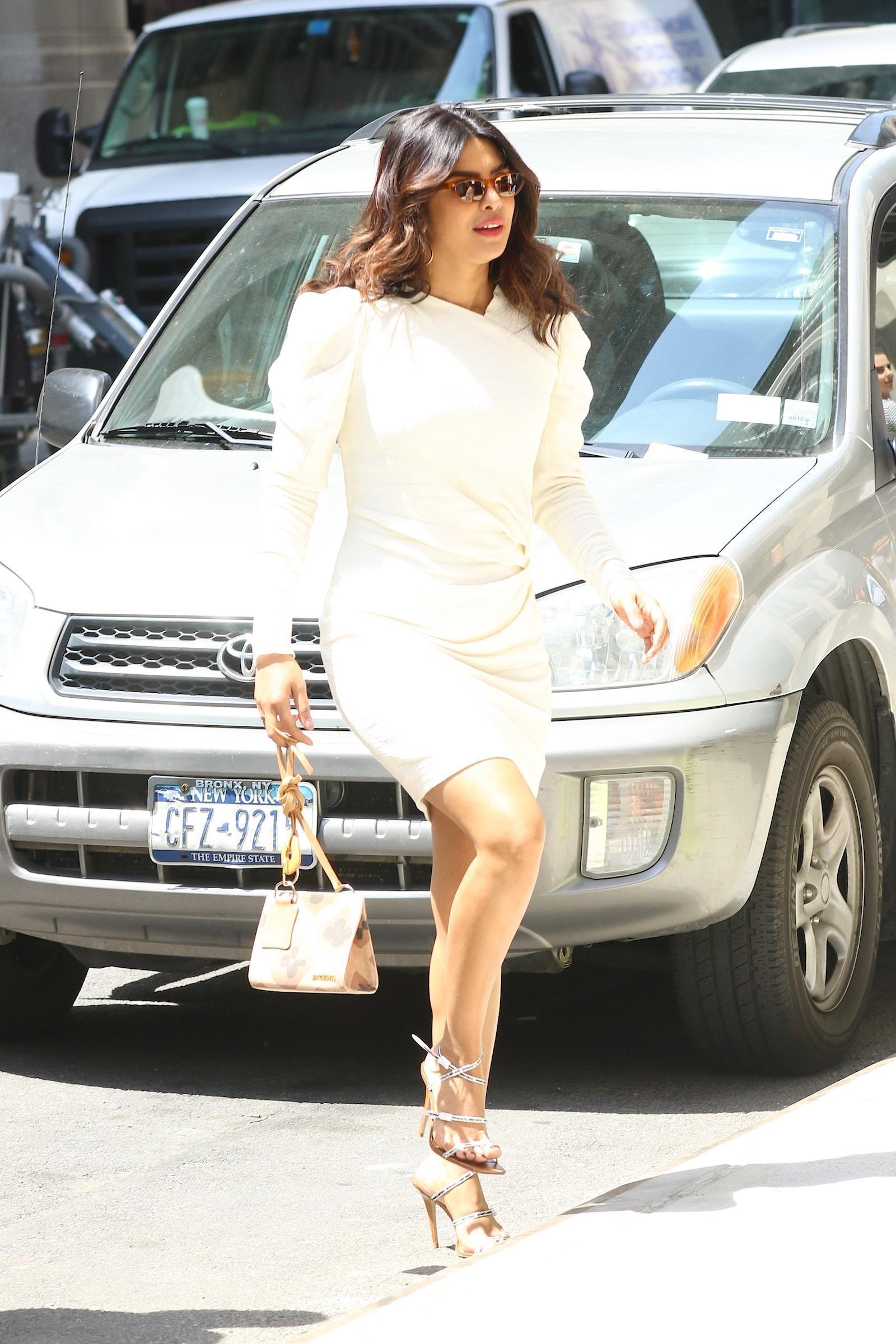 Priyanka-Chopra-legs beautiful pic