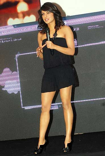 Priyanka-Chopra-legs beautiful pics