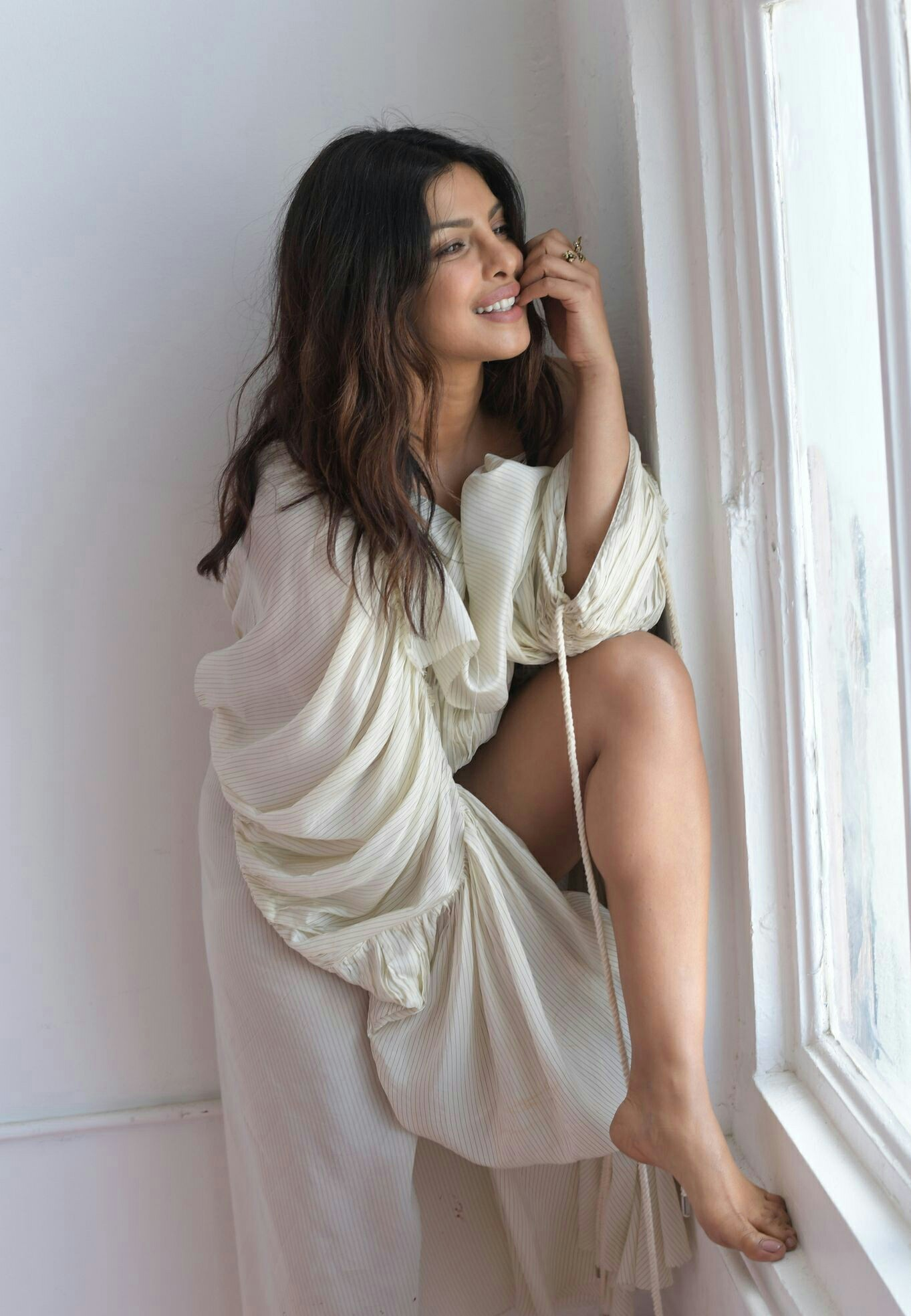 Priyanka-Chopra-legs photos