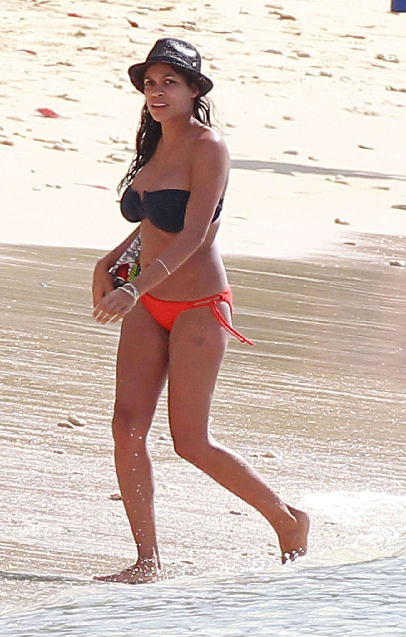 Rosario-Dawson-on-Beach-