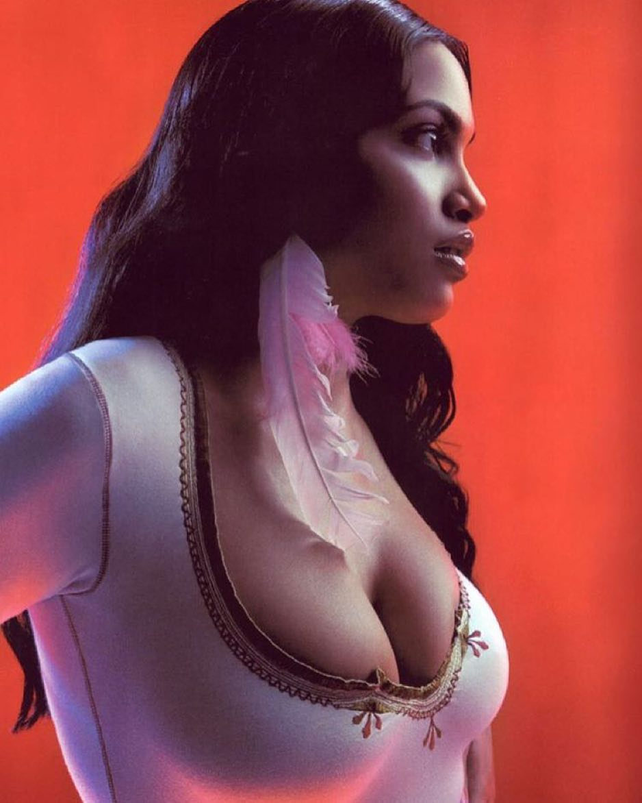 _Rosario Dawson side boobs