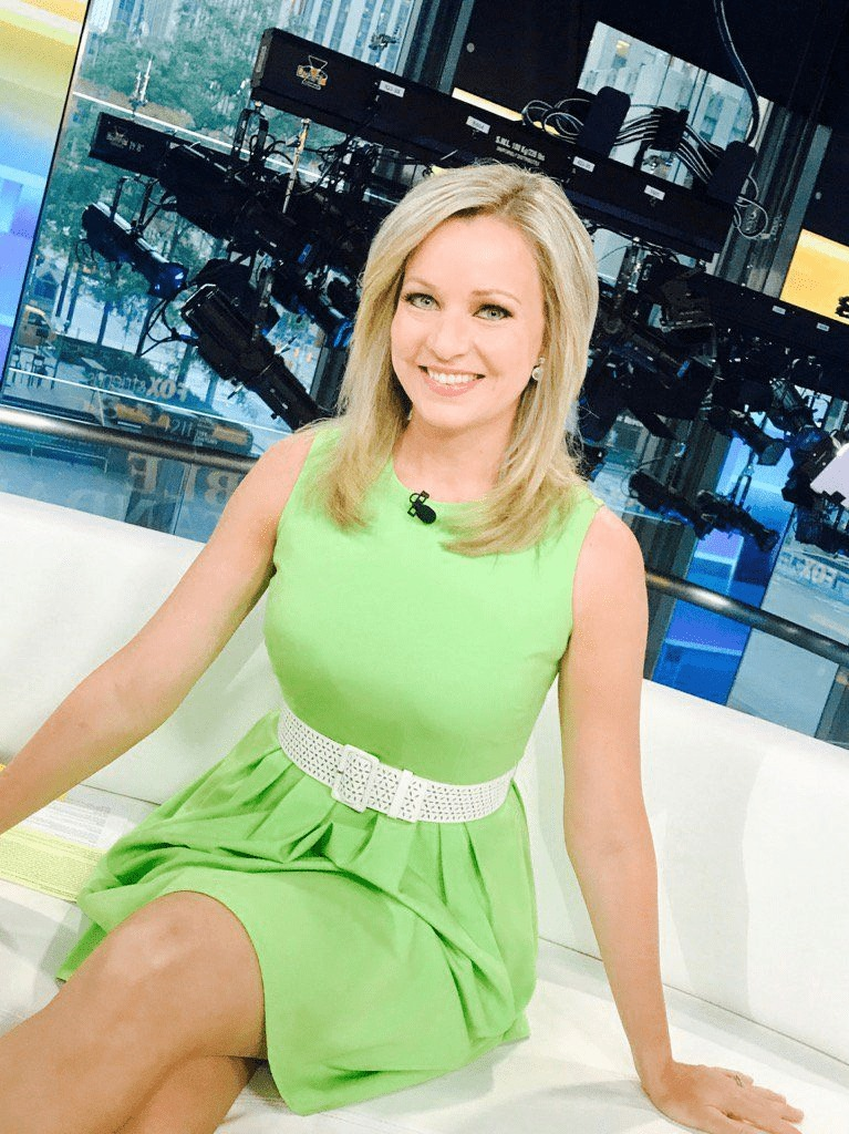 Sandra Smith hot legs in green dress