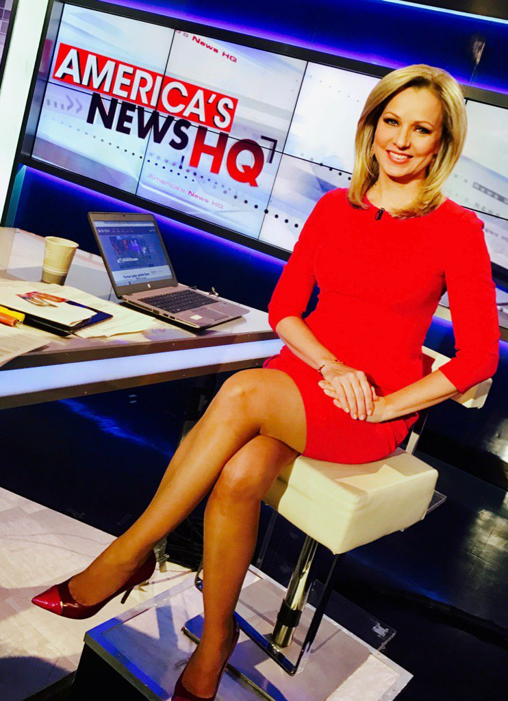 Sandra Smith hoteii in red